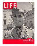 American Marine Ace Pilot Captain Joe Foss Wearing his Medal of Honor, June 7, 1943 Photographic Print by Myron Davis