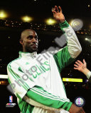 Kevin Garnett with 2007-08 Championship Ring Photo