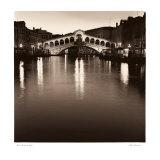 Ponte Rialto di Notte Posters par Alan Blaustein