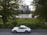 1970&#39;s Porsche 911, Riverside Park, Frankfurt-Am-Main, Hessen, Germany Photographie par Walter Bibikow