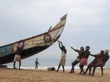 Fishermen, Kerala, India Fotografie-Druck von Ivan Vdovin