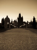Old Town and Charles Bridge at Dawn, Prague, Czech Republic Photographie par Doug Pearson