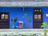 Gavin Hellier - Red Rickshaw and Traditional Chinese Doorway, Chinatown District, Georgetown, Penang, Malaysia - Fotografik Baskı