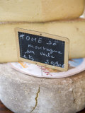 Cheese at Market, Sarlat, Dordogne, France, France Lámina fotográfica por Doug Pearson