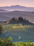 Farmhouse, Val D' Orcia, Tuscany, Italy 写真プリント : ダグ・ピアソン