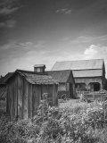 Outhouse Sitting Behind the Barn on a Farm Lámina fotográfica de primera calidad por Bob Landry
