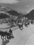 Sunday Sleigh-Rides in Snow-Covered Winter-Resort Village St. Moritz Lámina fotográfica por Alfred Eisenstaedt