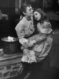 Actress Anne Bancroft and Patty Duke in Miracle Worker, a Play About Hellen Keller Lámina fotográfica de primera calidad por Nina Leen