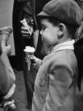 Boy Eating Ice Cream Cone at the Circus in Madison Square Garden Lámina fotográfica por Cornell Capa
