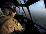 U.S. Air Force C-130J Hercules Pilot Flies a Mission over Afghanistan Lmina fotogrfica por Stocktrek Images