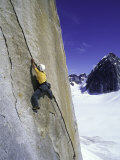 Rock Climbing a Crack in Denali National Park, Alaska Fotografisk tryk af John Burcham