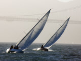 Two Sailboats Race Upwind Towards the Golden Gate Bridge, San Francisco Bay, California Photographie par Skip Brown