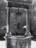 Well in the Chigi-Saracini Palace, Siena Photographic Print by Vincenzo Balocchi