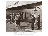 Boeing B-314, Passengers Arrive at La Gaurdia, 1939 Giclée-tryk af Clyde Sunderland