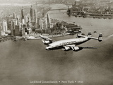 Lockheed Constellation survolant New York, 1950 Reproduction procédé giclée par Clyde Sunderland