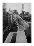 Marilyn Monroe in het Ambassador Hotel, New York, ca.1955 Print van Ed Feingersh