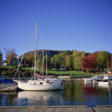 Camden Harbour with Fall Colours and Mount Battie in the Background, Maine, New England, USA Fotografisk trykk av Roy Rainford