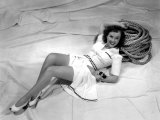 Paulette Goddard, Reclining on Her Sailboat, 1940 Affiches
