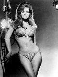 Raquel Welch, Portrait from the Film, Bedazzled, 1967 Foto