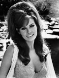 The Biggest Bundle of Them All, Raquel Welch, 1968 Kunstdrucke