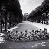 Children in the Palais-Royal Garden, c.1950 Lámina por Robert Doisneau