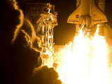 The space shuttle Discovery launches on its 33rd mission Photographic Print by Mark Thiessen