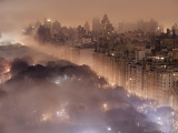 Light pollution and fog combine to blur a New York City skyline Fotoprint van Jim Richardson