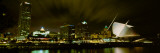 City Skyline with Milwaukee Art Museum at Night, Milwaukee, Wisconsin, USA Fotografisk tryk af Panoramic Images,