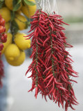 Close-up of Lemons and Red Chili Peppers, Positano, Amalfi Coast, Campania, Italy Fotografie-Druck