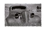 Antique Car In Grassy Field Impressão fotográfica por George Oze