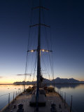 "Sy ""Adele"", 180 Foot Hoek Design, Anchored at Night Time in Yankee Harbour, Antarctica, 2007 Photographie par Rick Tomlinson"
