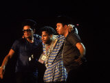 Rap Group Run DMC Onstage: Darryl Mcdaniels, Jason Mizell and Joe Simmons Lámina fotográfica de primera calidad