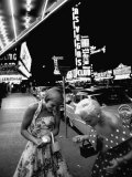 Las Vegas Chorus Girl, Kim Smith, and Her Roommate after Leaving a Casino Fotografisk tryk af Loomis Dean