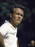 Golf Pro Arnold Palmer Squinting Against Sunlight During Match Lámina fotográfica de primera calidad por John Dominis