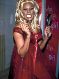 Singer Drag Queen Rupaul Wearing Red Teddy While Checking Lipstick at Event Lámina fotográfica de primera calidad por Dave Allocca