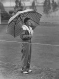 Australian Golfer Peter Thompson, Standing under Oversized Umbrella During the Los Angeles Open Lmina fotogrfica de primera calidad por Allan Grant