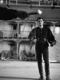 Actor Guy Williams Practicing Swordplay for His Role as Zorro Fototryk i høj kvalitet af Allan Grant