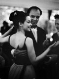 Actress Susan Strasberg Dancing with Host Prince Aly Khan at His Party Fototryk i høj kvalitet af Alfred Eisenstaedt
