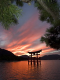Torii Shrine Gate in the Sea, Miyajima Island, Honshu, Japan Posters por Christian Kober