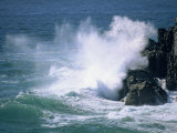 Surf Crashing on the Rocks at Cape Byron, New South Wales, Australia Photographie par Robert Francis