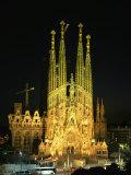 Sagrada Familia, the Gaudi Cathedral, Illuminated at Night in Barcelona, Cataluna, Spain Papier Photo par Nigel Francis