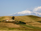 Landscape around Enna with Mount Etna in the Background, Enna, Sicily, Italy, Europe Lámina fotográfica por Levy Yadid