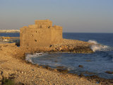 Castle Guarding the Harbour at Paphos, Cyprus, Mediterranean, Europe Lámina fotográfica por Miller John
