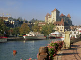 Boats Moored Along the River in the Town of Annecy, Haute Savoie, Rhone Alpes, France, Europe Fotografisk trykk av Miller John
