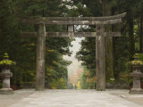 Stone Torii, Tosho-Gu Shrine, Nikko, Central Honshu, Japan Photographie par Schlenker Jochen