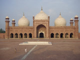 Badshahi Mosque in Lahore, Punjab, Pakistan Photographic Print by Poole David