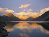 Wasdale Head and Great Gable Reflected in Wastwater, Lake District National Park, Cumbria, England Reproduction photographique par Rainford Roy