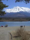 Four People Beside Lake Shoji, with Mount Fuji Behind, Shojiko, Central Honshu, Japan Photographic Print by Simanor Eitan