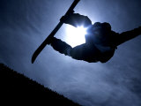 Silhouette of Male Snowboarder Flying over the Vert, Salt Lake City, Utah, USA Fotografie-Druck von Chris Trotman