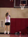Teenage Girl Practicing Basketball Indoors Reproduction photographique